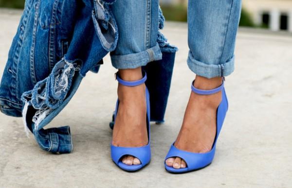 Голубые туфли: с чем носить?