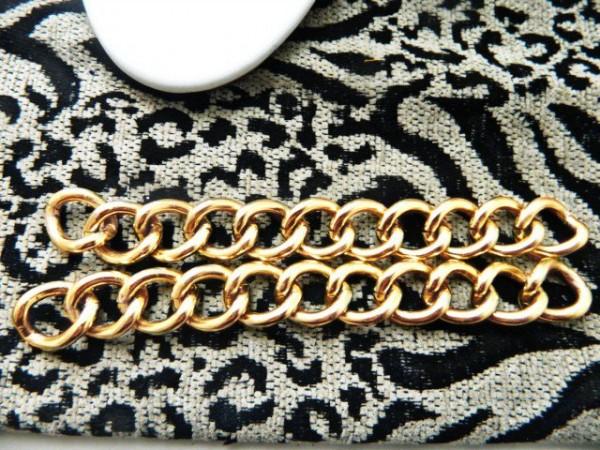 chain-heels-2-640x480