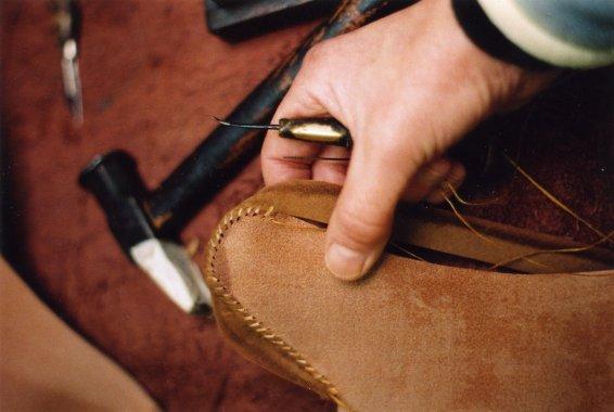 Крепление задника ботинок к подошве