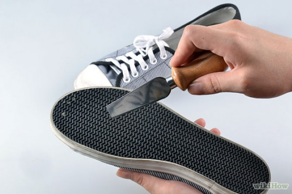 670px-Clean-Tennis-Shoes-Step-2