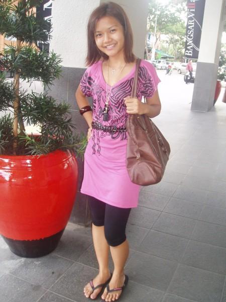 девушка в пантолетах на фото
