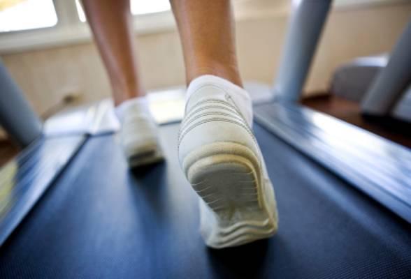 Woman running on treadmill, selective focus, canon 1Ds mark III