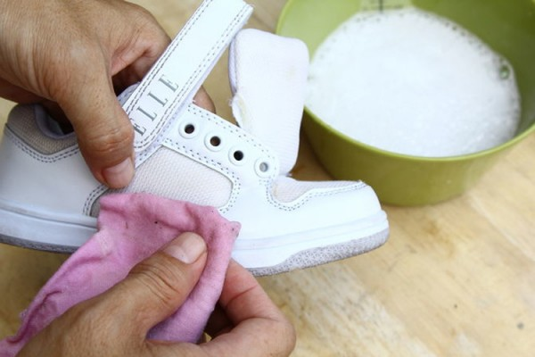 670px-Clean-White-Shoes-Step-1