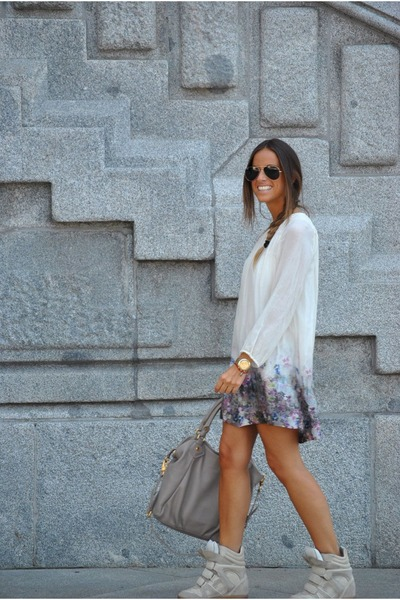beige-zara-dress-beige-marc-by-marc-jacobs-bag-beige-isabel-marant-sneakers_400