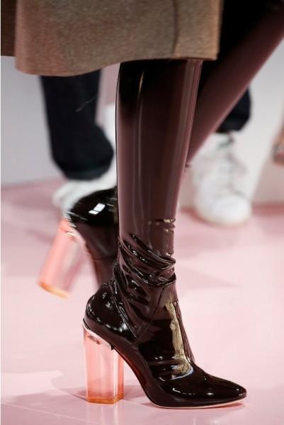 Латексная обувь