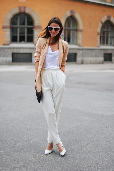 stockholm-zina-fashionvibe-white-shoes-wedges-sweden-white-pants-high-waisted-silk-blazer