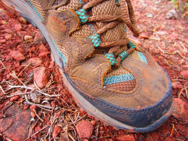 УКак выбрать туристическую обувь