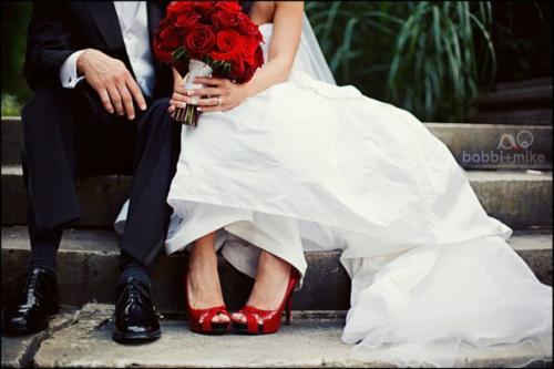 В красных туфлях
