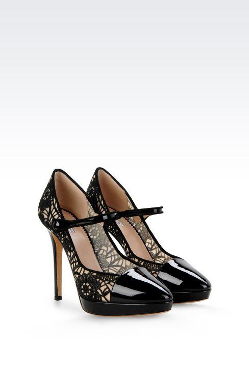 Туфли из лаковой кожи с вышивкой