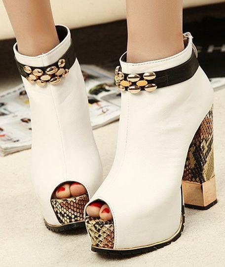 Белые полусапожки с открытым носком