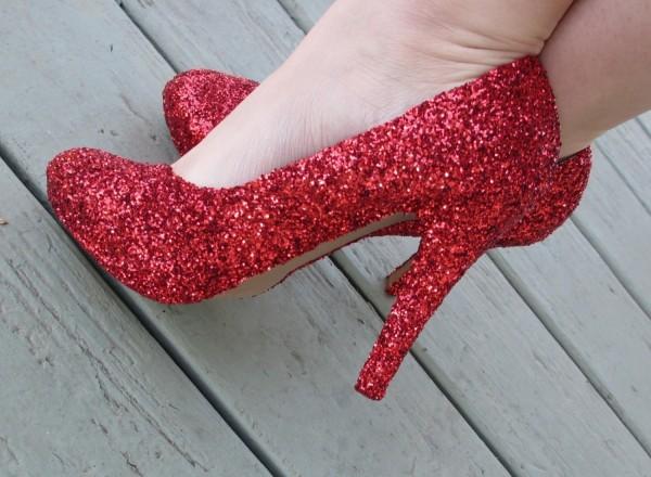 Красные туфли с блестками