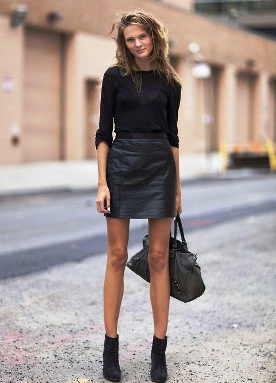 Ботильоны и черная юбка