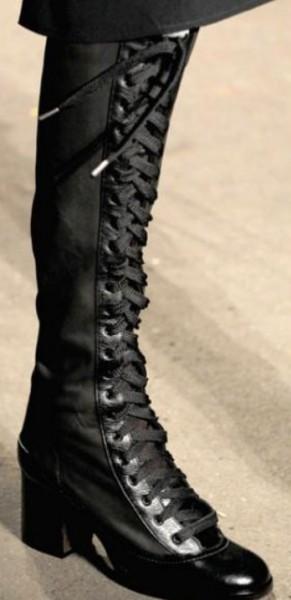 лакированные высокие ботинки