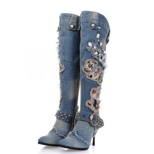 Джинсовые сапоги до колена на низком каблуке
