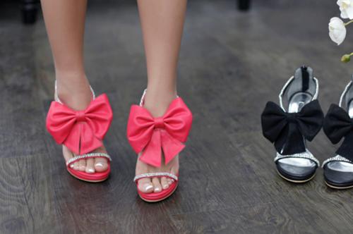 Обувь с бантами